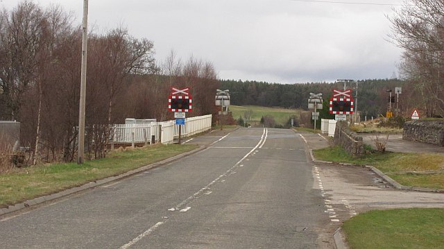 Level crossing, Lairg station