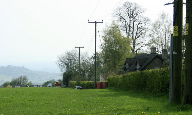 2010 : Cottages pasture and view at the top of Bowden Hill
