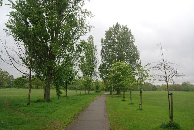 Capital Ring crosses Tooting Bec Common