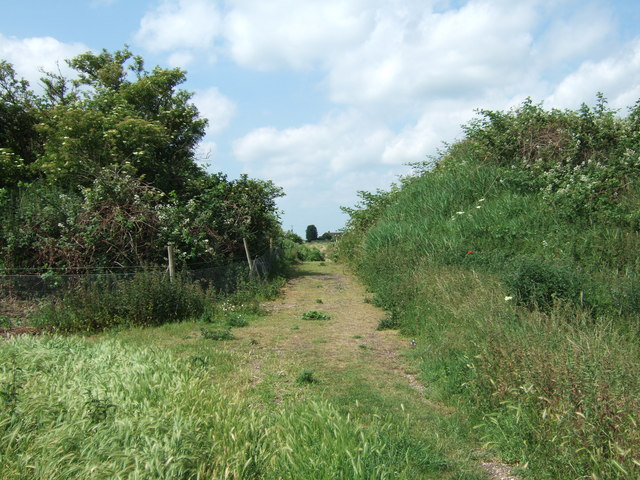Gap through the embankment - Rings End Nature Reserve
