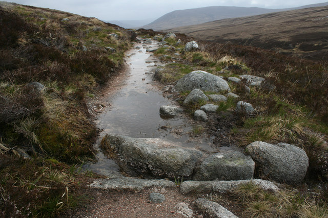 Lairig Ghru drain and puddle