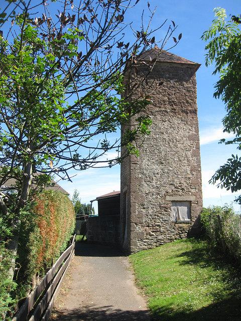 Dovecote near Porch Farm - a closer look