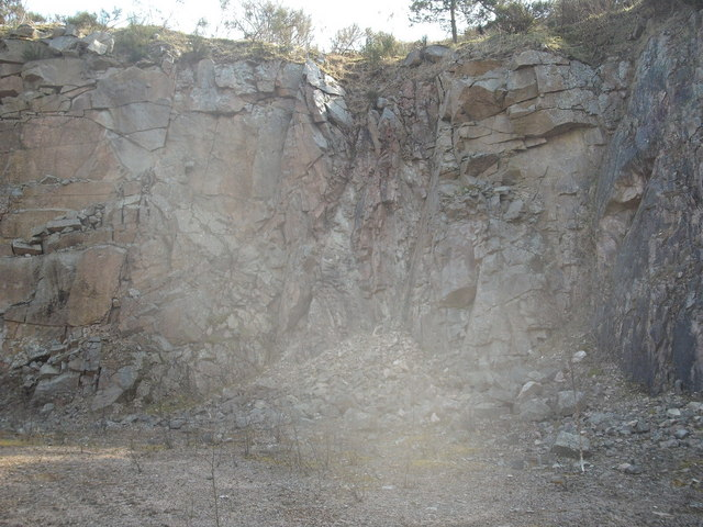 Granite intrusion in the southwall of Kemnay Quarry.