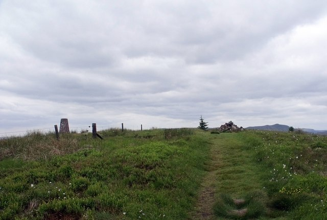 Trig Point and cairn on Tamtain