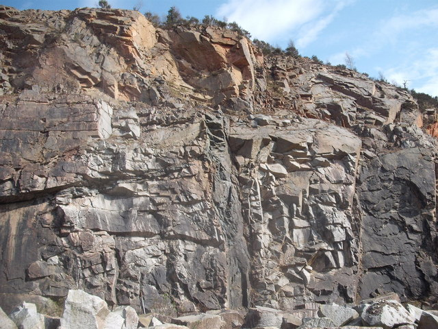 Dyke and Sill in Kemnay Quarry