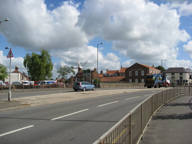 Spilsby Road (A16) and the Maud Foster Windmill