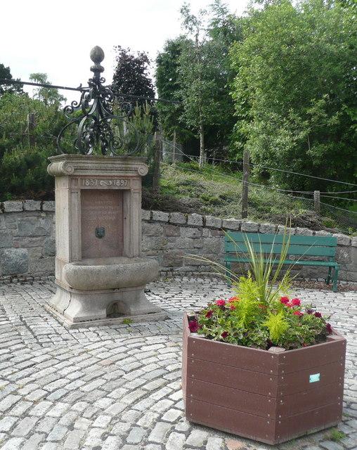 Jubilee Fountain, Auchendryne Square
