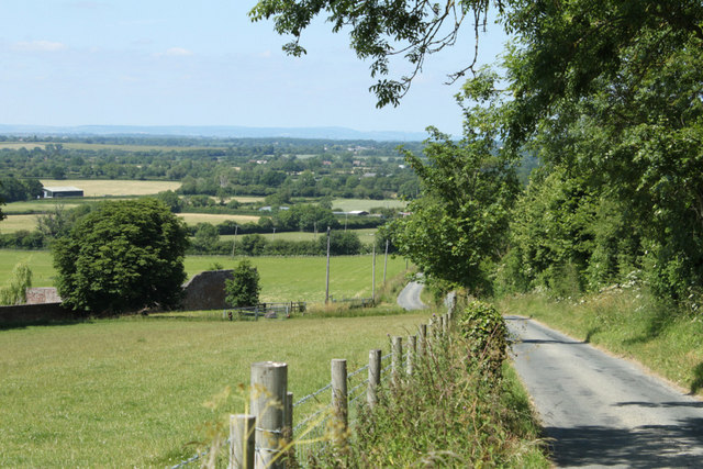 2010 : Looking north on the lane to Dodington
