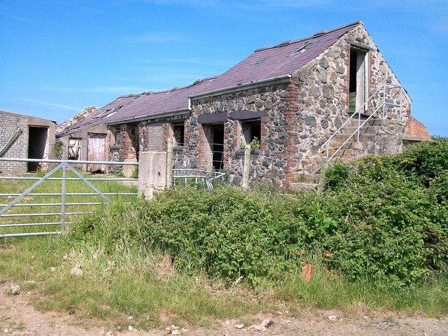 Derelict farm buildings near Cae Newydd