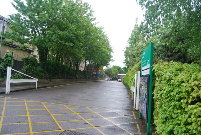 Entrance to Oak Lodge School, Nightingale Lane
