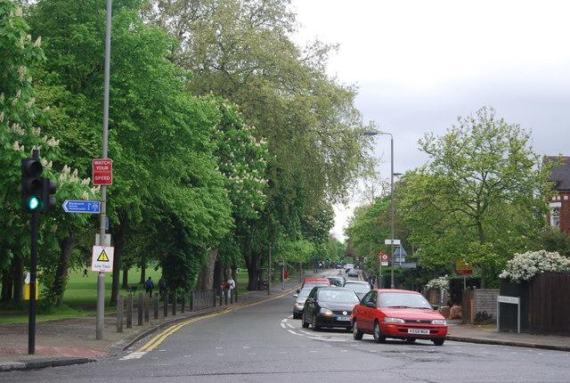 Bollingbrooke Grove (B229)