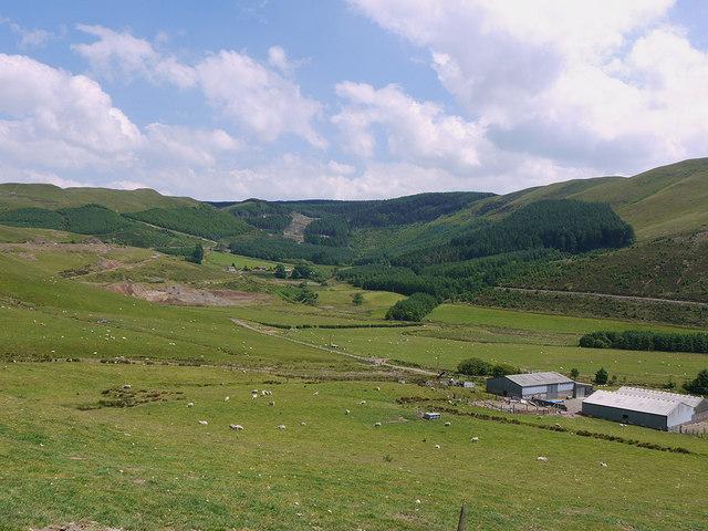 The upper end of Dyffryn Castell