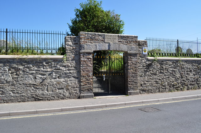 The entrance to the Public Cemetery on Old Town