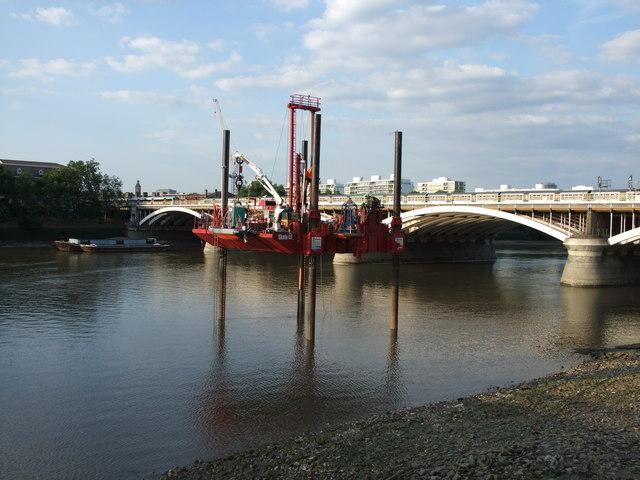 Drilling platform on the River Thames