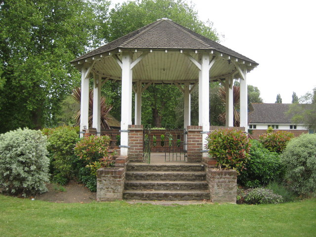 Staines: Lammas Recreation Ground bandstand