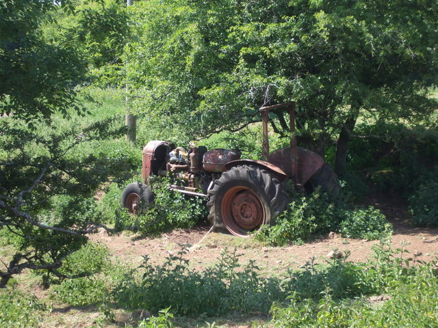 Derelict tractor, Cefn Onn Farm