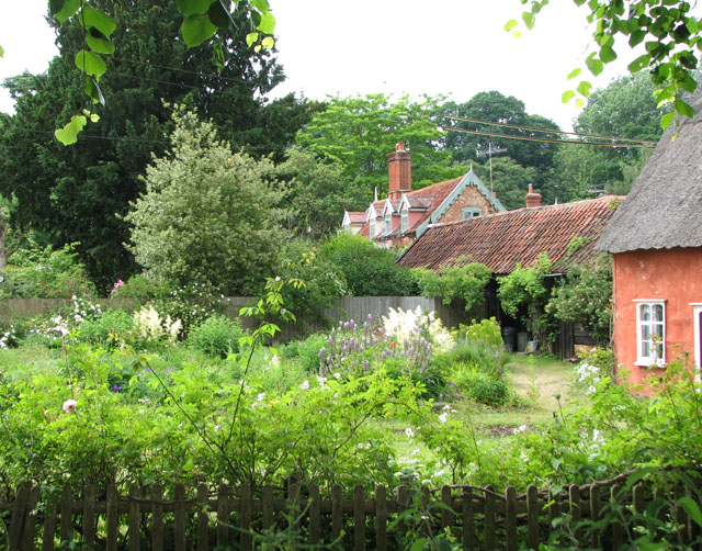 Gardens and cottages in Ufford