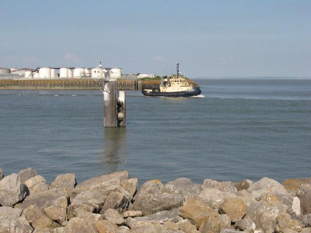 Tug Cutlass leaves Port of Cardiff