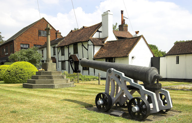 The Chobham Cannon and War Memorial