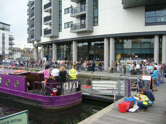 Canal Festival visitors, Edinburgh Quay