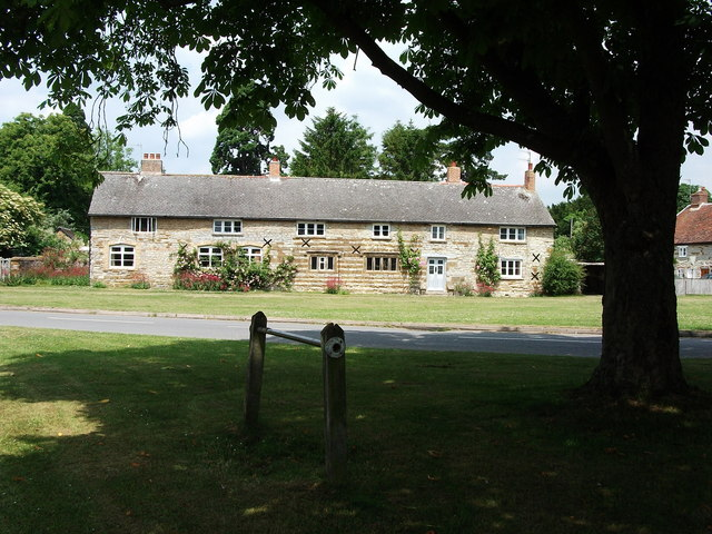 Cottages on the north side of the green at Little Kineton