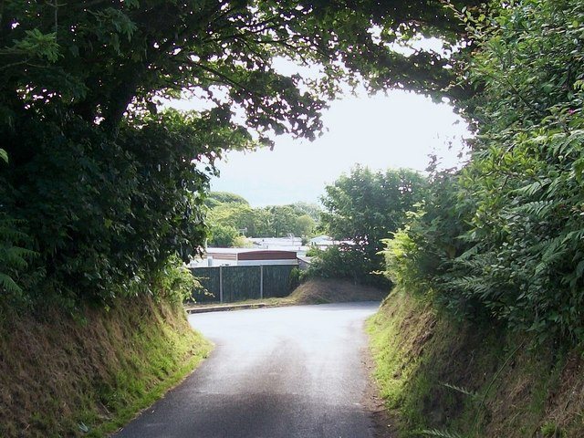 Lon Rhos approaching the junction with Lon Llan and Lon Fawr