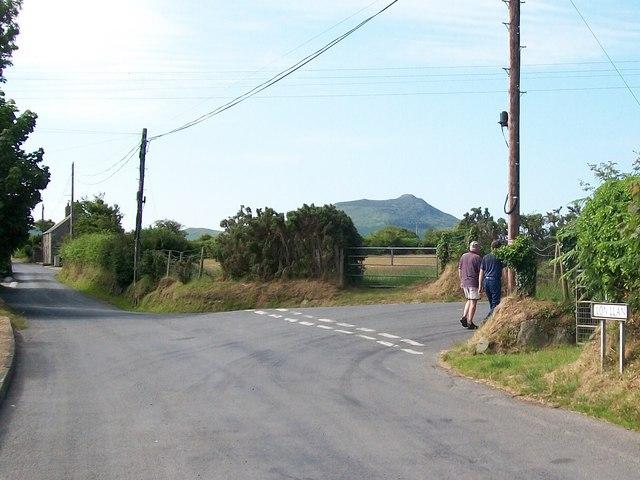 The junction of Lon Llan, Lon Rhos and Lon Fawr