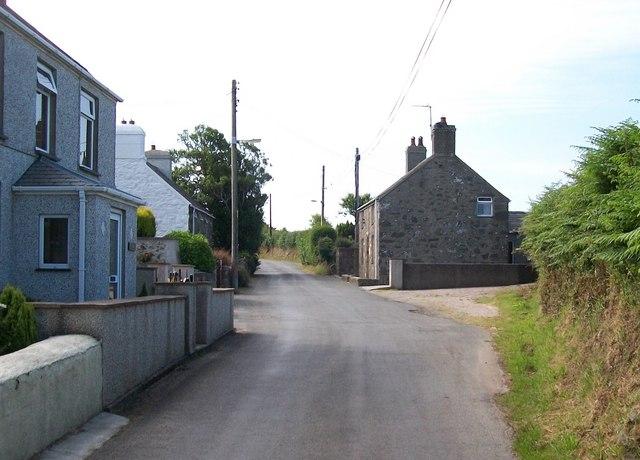 Houses in Lon Fawr, Edern