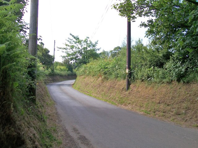 Bend in the road south of Cae'r Odyn Caravan Park