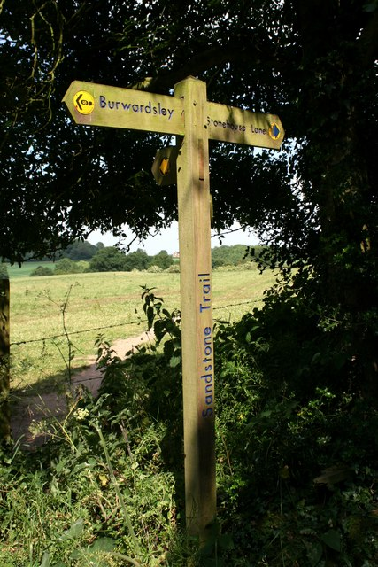 Finger post on the Sandstone Trail