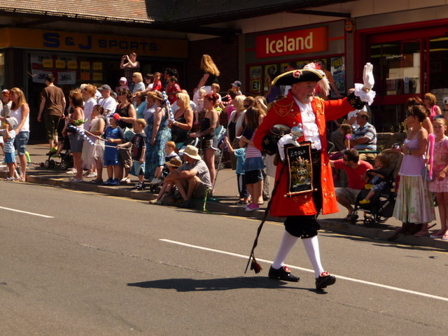 Winton: town cryer leads the carnival parade
