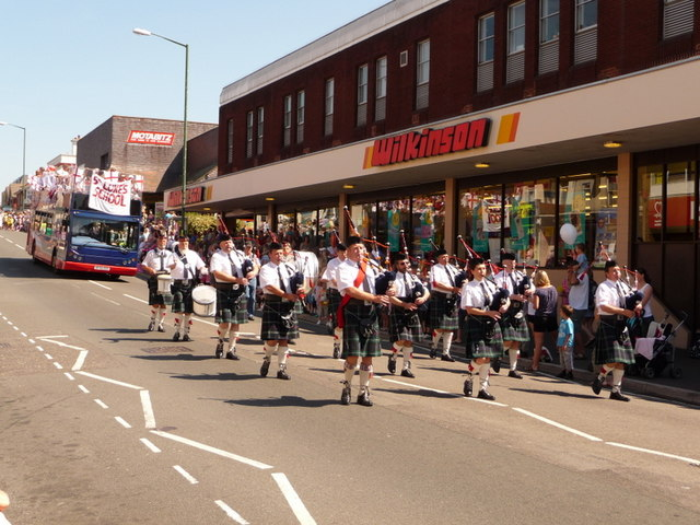 Winton: a piping band at the carnival