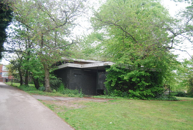 Derelict looking toilet block, Crystal Palace Park
