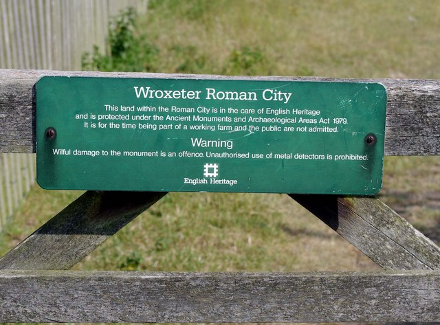 Wroxeter Roman City (04) - Notice on gate to unexcavated area