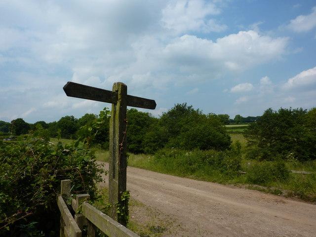 Footpath sign near Hilts Quarry, Crich