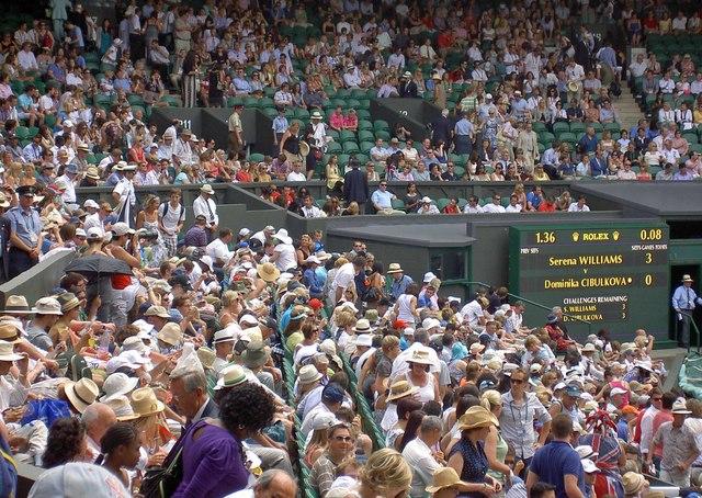 Centre court crowds 2010