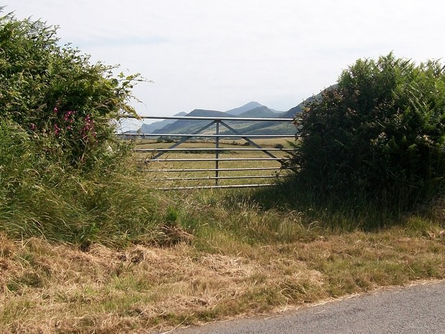 Field gate with a view