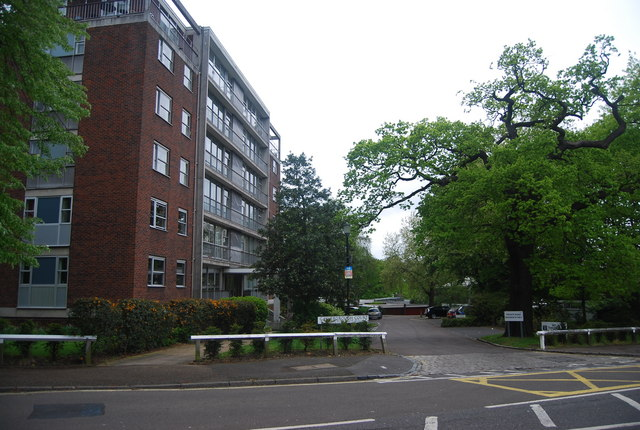 Gainsborough Court, College Rd