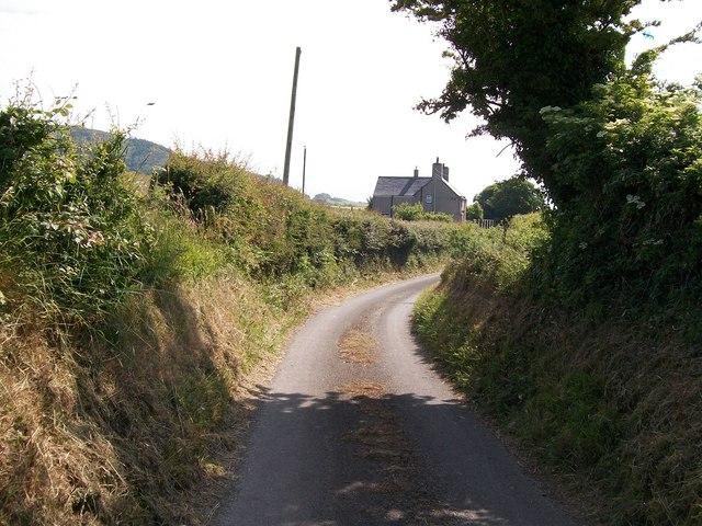 Approaching Ty'n Lon Farm