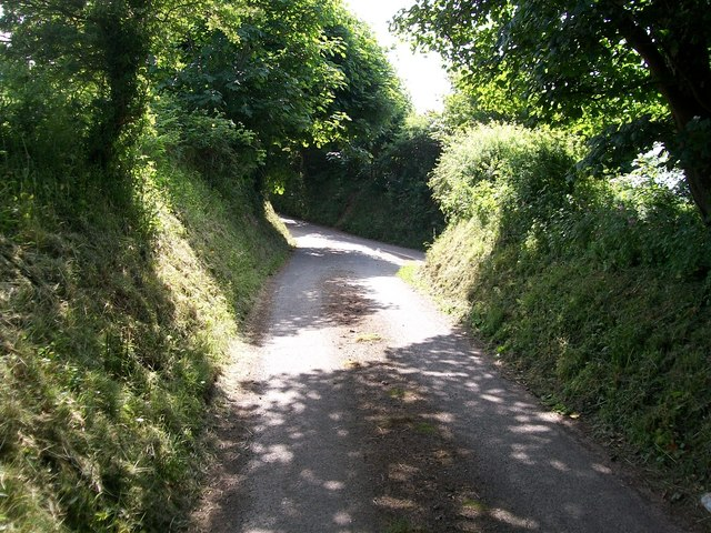 Approaching the minor junction with Lon Ffridd