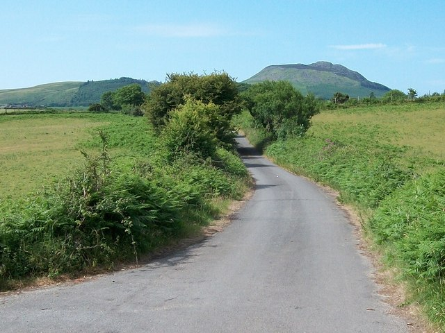 View southwards along Lon Ffridd with Carn Fadryn in the background