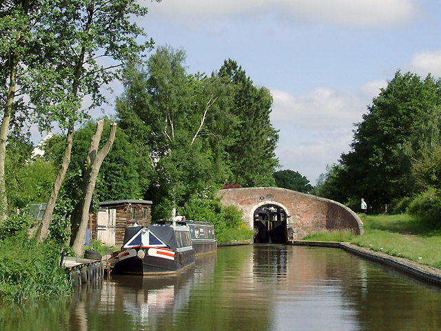 Approaching Wood End Lock, near Fradley, Staffordshire