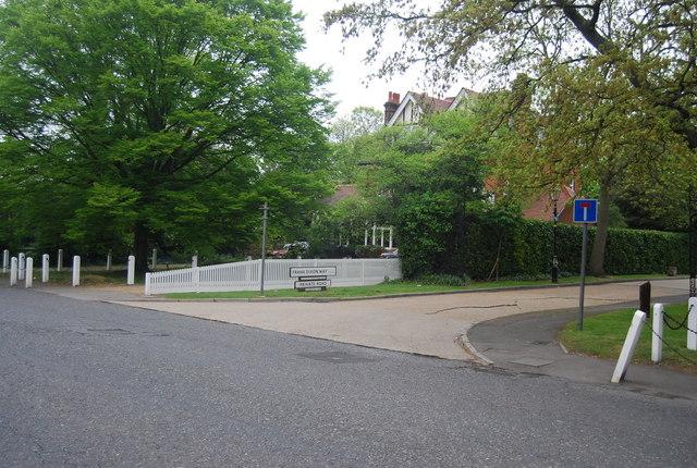 Dulwich Village: Frank Dixon Way