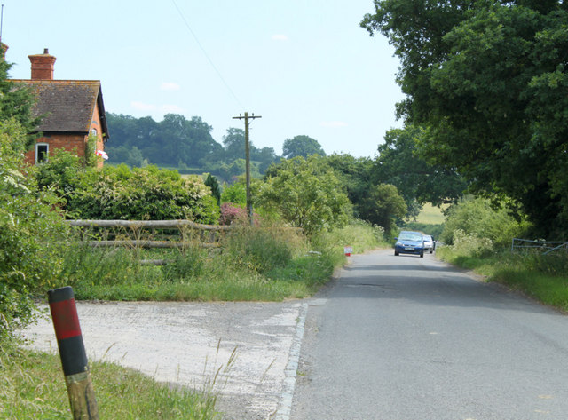 2010 : Whistley Road passing Lower Park Farm