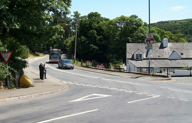 The junction of the B4413 and the A499 at Glyn-y-Weddw, Llanbedrog