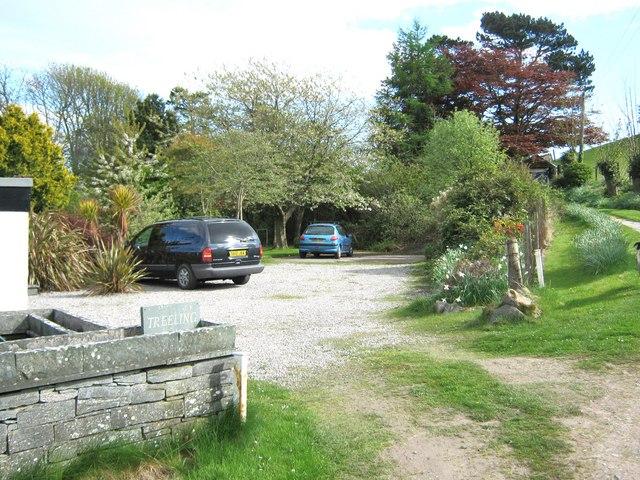 Parking area, Treeling