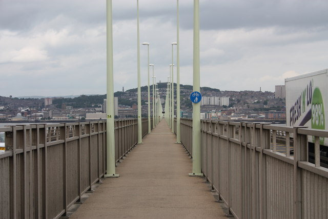 Cycle and pedestrian walkway, Tay road bridge