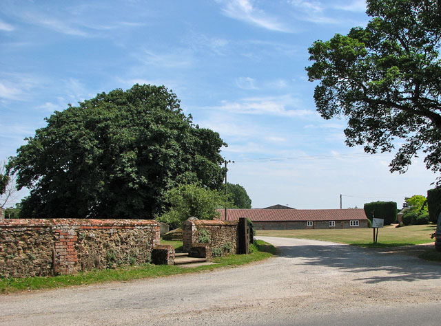 Driveway to Church Farm, Hillington