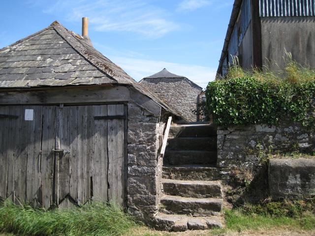 Farm buildings, Lower Wotton: 2