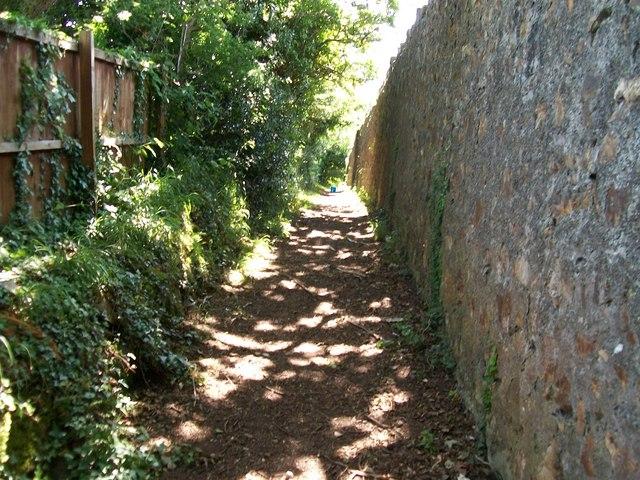 Public footpath leading to Ffordd Pedrog